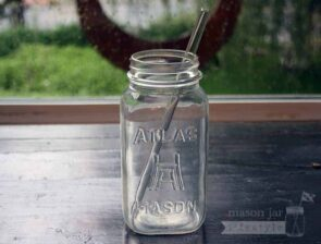 Thick glass smoothie straw in quart Mason jar