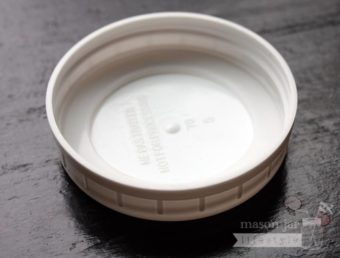 Silicone sealing ring in plastic Ball storage lid for regular mouth Mason jars