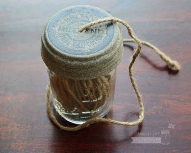 String dispenser lid with string for regular mouth Mason jars