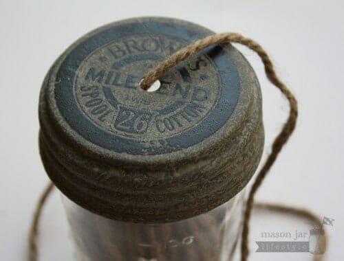 String dispenser lid for regular mouth Mason jars