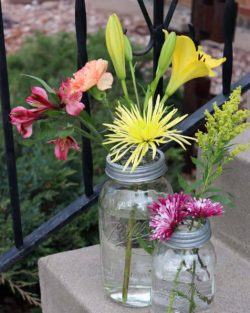 Galvanized metal frog / flower organizer lids with chicken wire for regular and wide mouth Mason jars with flowers