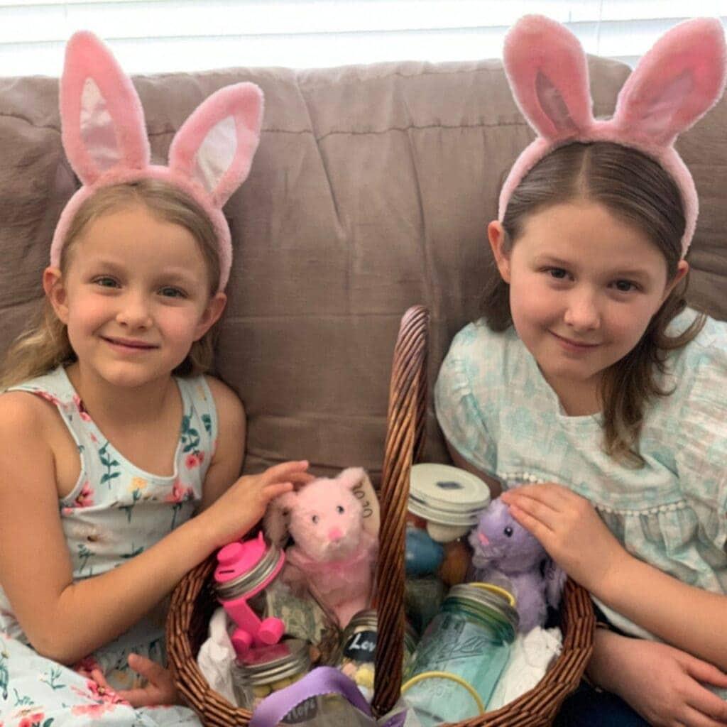 mason-jar-lifestyle-easter-baskets-piggy-bank-firefly-catching-kit-candy-kids-toys (1)
