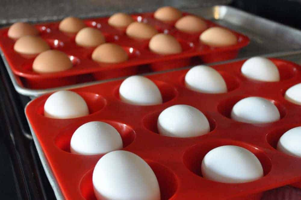 mason-jar-lifestyle-naturally-dyed-easter-eggs-using-everyday-food-oven-hardboil-egg-muffin-pan