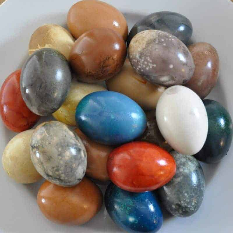 mason-jar-lifestyle-naturally-dyed-easter-eggs-using-everyday-food