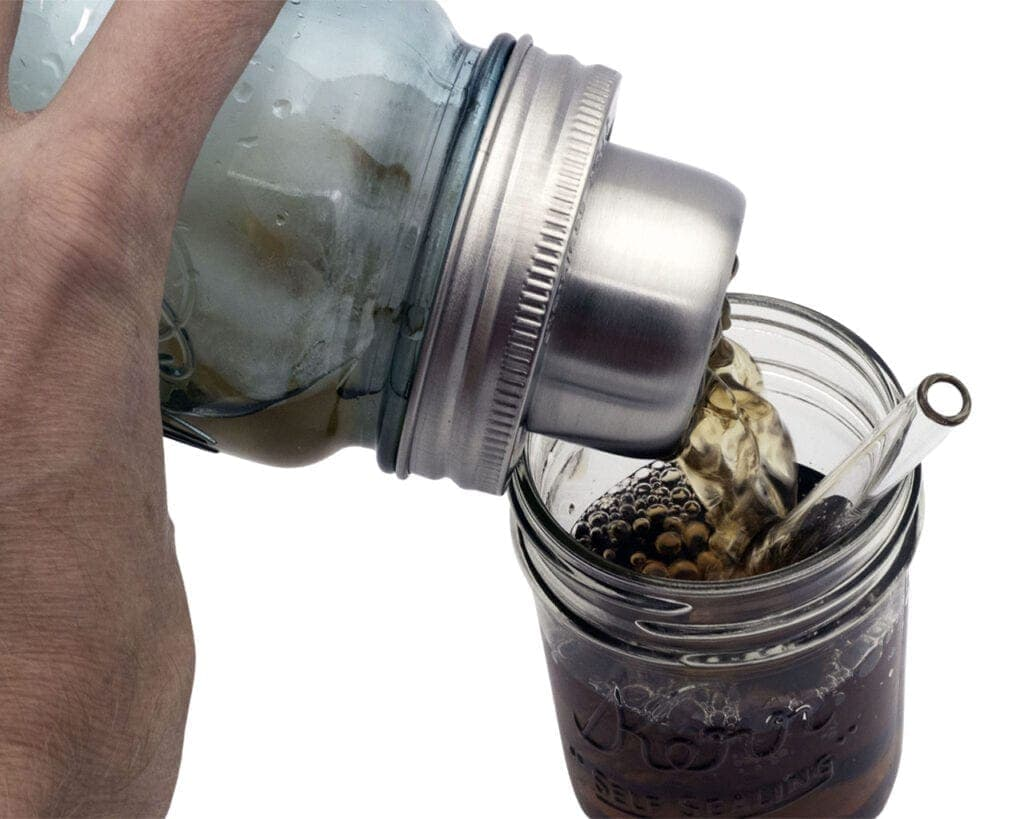 mason-jar-lifestyle-w&p-designs-mason-shaker-cocktail-lid-stainless-steel-band-blue-ball-jar-pouring-kerr-half-pint-glass-straw